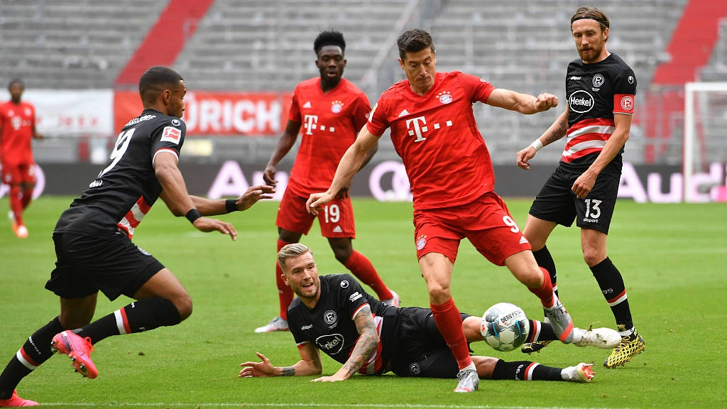 Lewandowski Hits New Record As Bayern Munich Go 10 Points