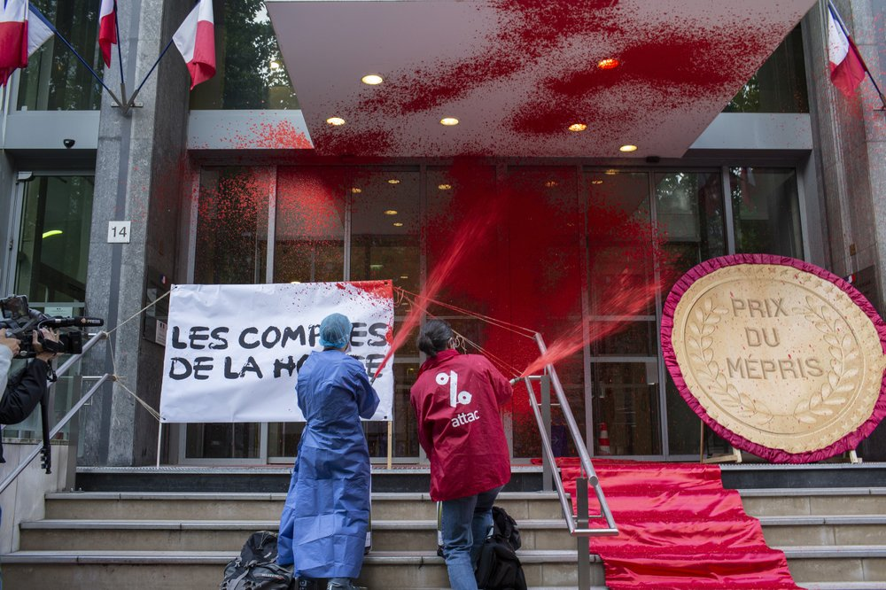 Protesters Douse French Health Ministry With Red Paint Cgtn