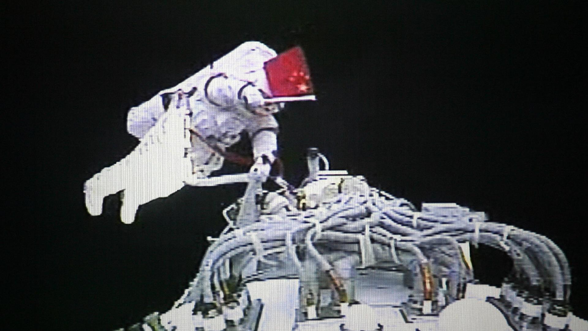 China selects 18 reserve astronauts for manned space program