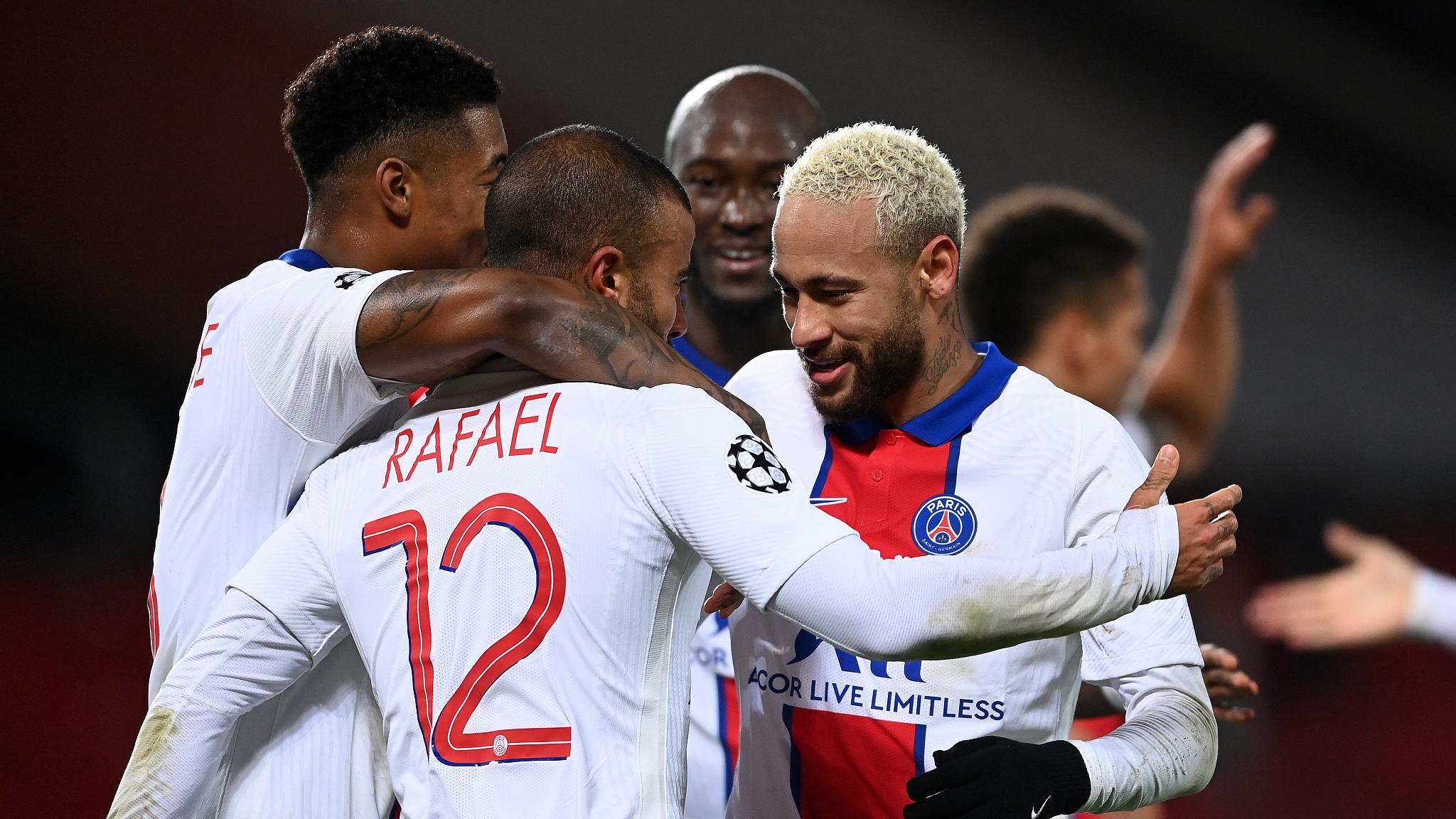 Neymar Strikes Twice As Psg Sink Man Utd Chelsea Stay Top Cgtn