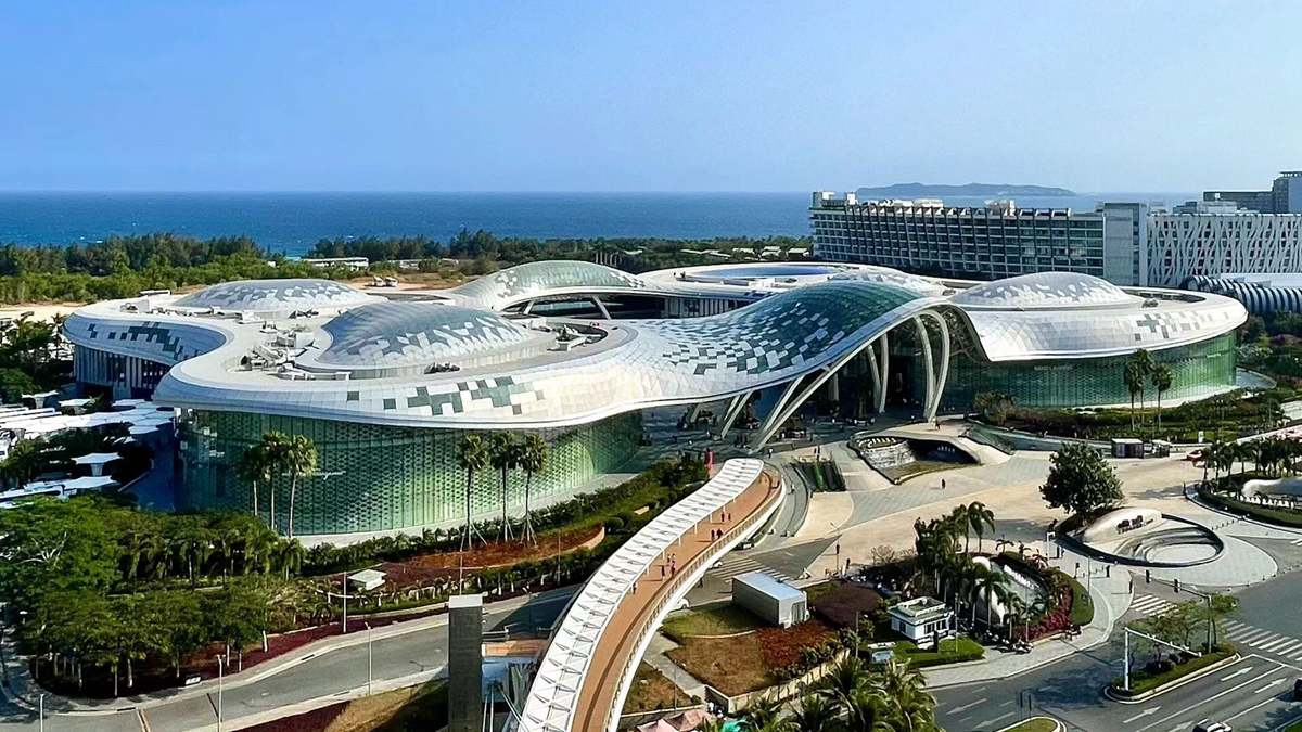 China plans worlds largest duty-free store in Hainan