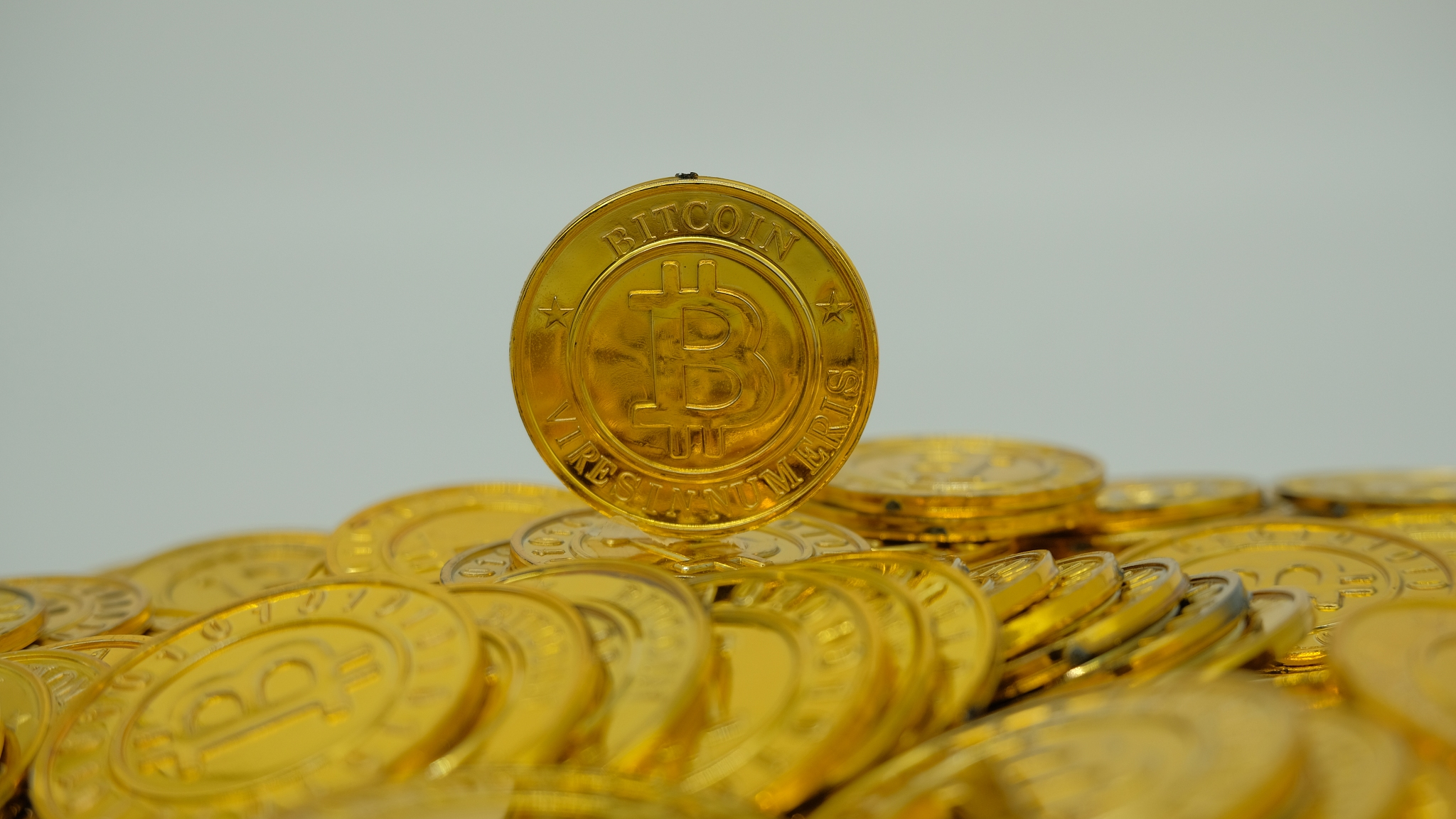 https://news.cgtn.com/news/2021-02-12/Bitcoin-soars-to-all-time-high-after-BNY-Mellon-s-crypto-venture-XOtLeWYB0I/img/e9731bd982e041029da429c37f112d7c/e9731bd982e041029da429c37f112d7c.png