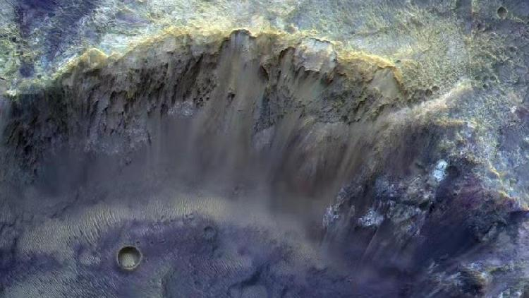 ESA releases image featuring rim of a Mars crater - CGTN