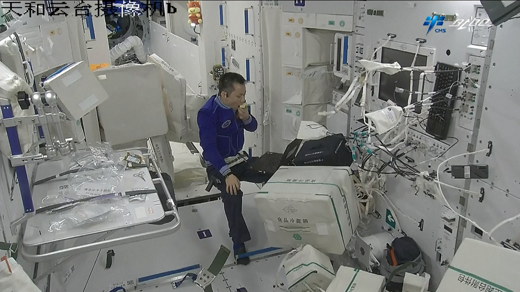 - 44809cb43d254e919ffea0b77ef9489a - Tech Breakdown: A glimpse at life inside China's space station