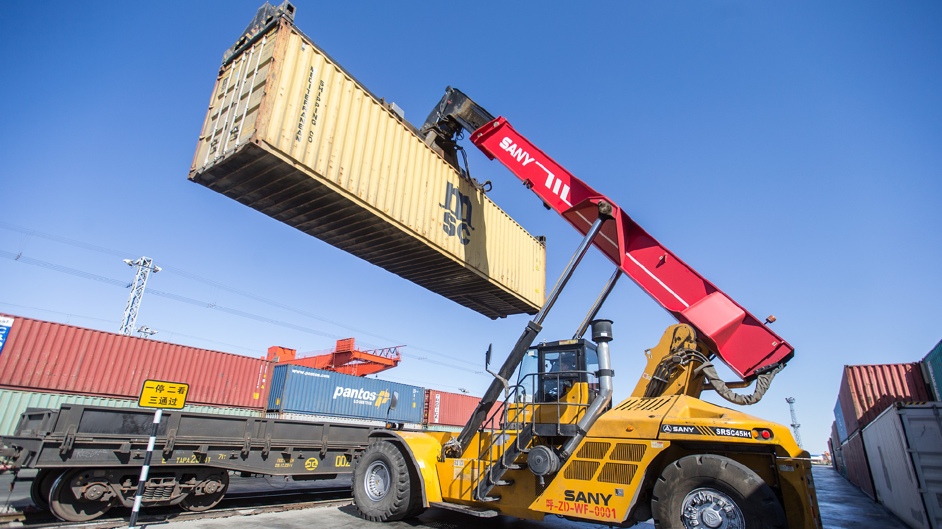 China-Mongolia border port sees robust growth in freight transport