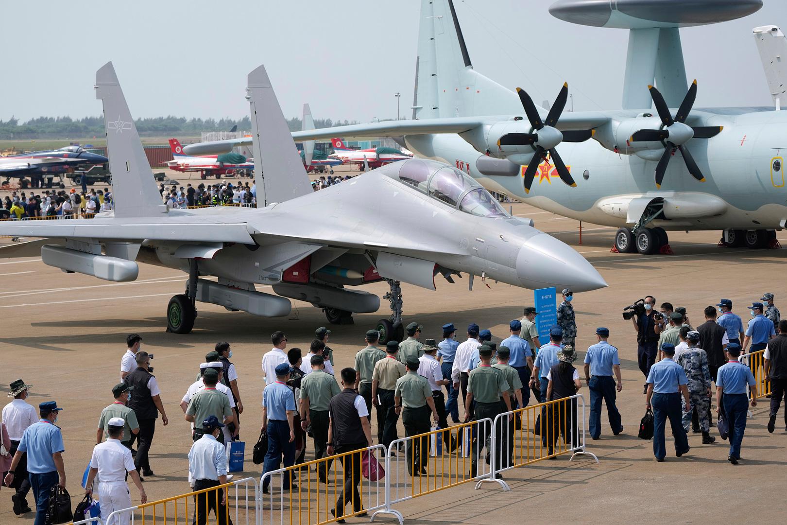 """طيار صيني : مقاتلة J-16 """"متفوقة جدًا"""" على Su-30 1f0a4b4459894691ad395863a25832c3"""