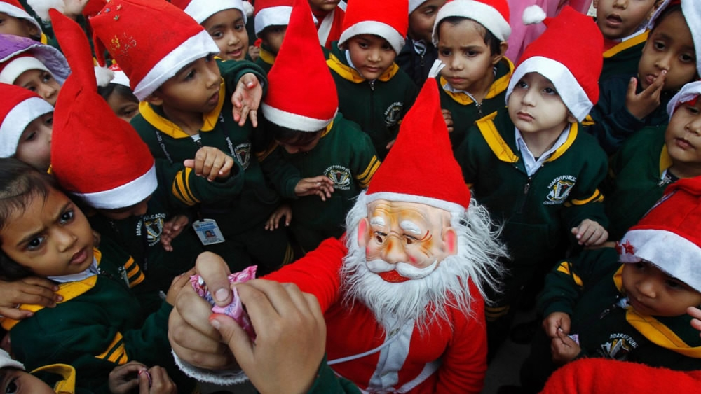 fringe right wing groups in indias northern state of uttar pradesh have warned local schools not to celebrate christmas and new year threatening to - Do They Celebrate Christmas In India