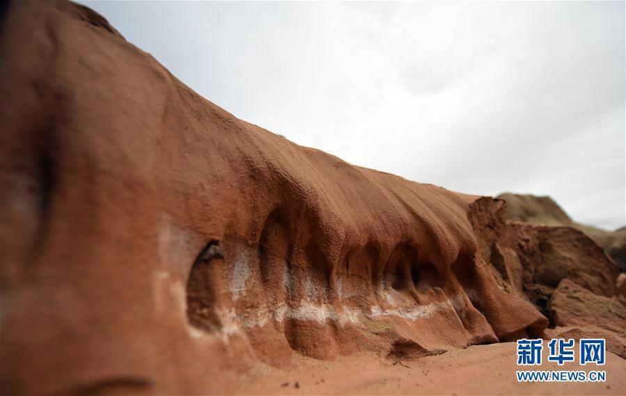 China Bangun Desa Mirip Mars untuk Menarik Wisatawan