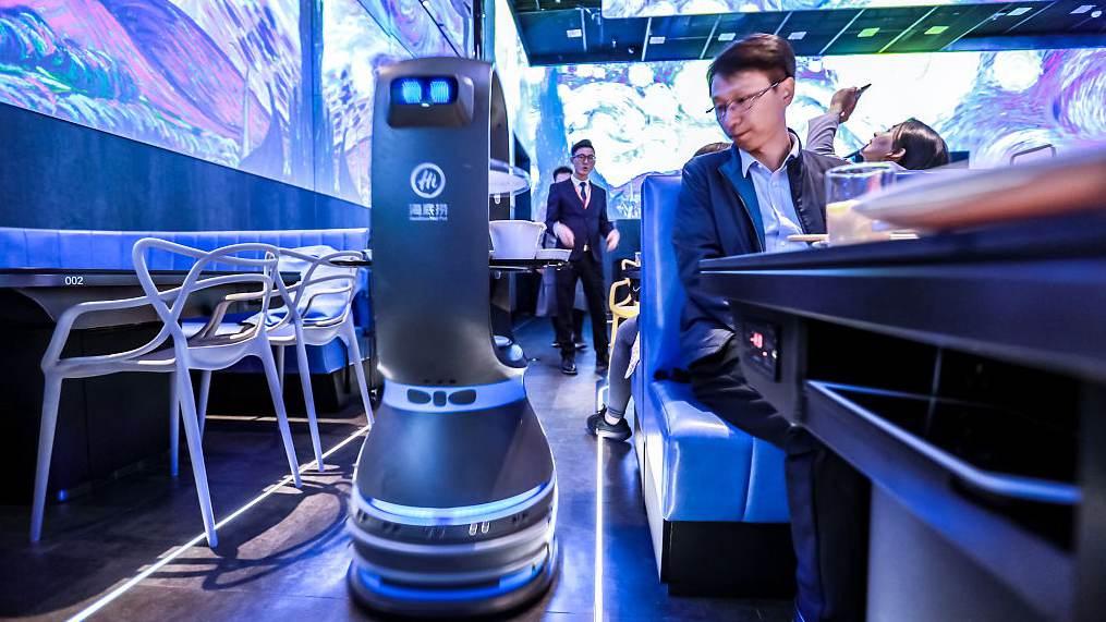 World S First Restaurant With Robot Run Kitchen Cgtn