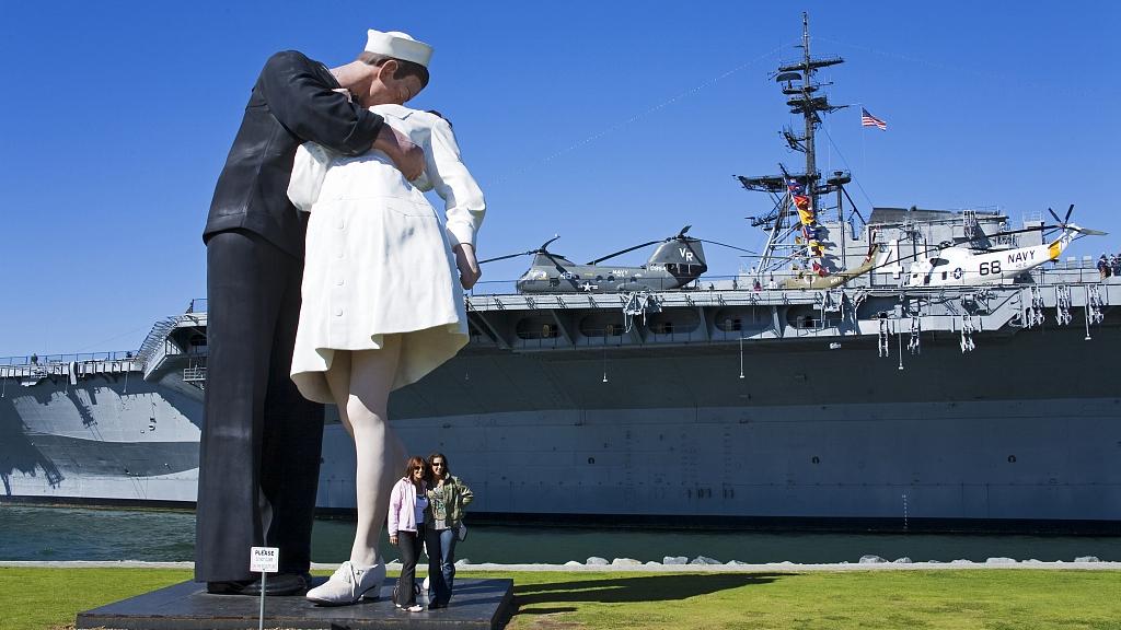 Nurse navy guy kissing San Diego,