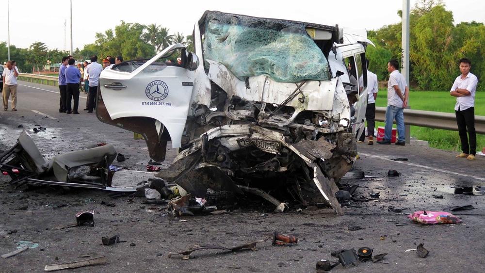 Vietnam Car Crash Kills 14 On Way To Wedding Cgtn