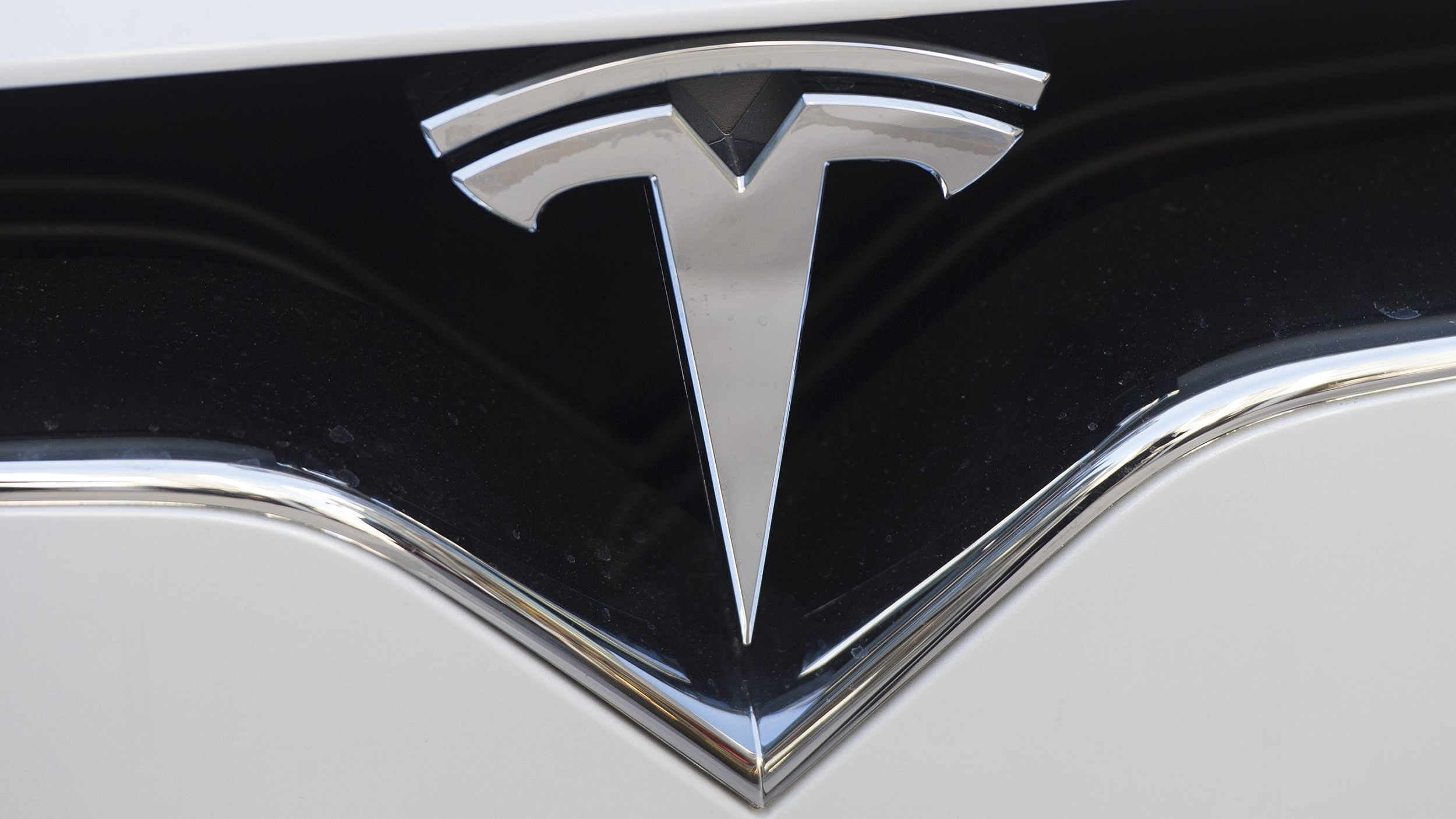 Tesla to buy battery tech maker Maxwell Technologies for