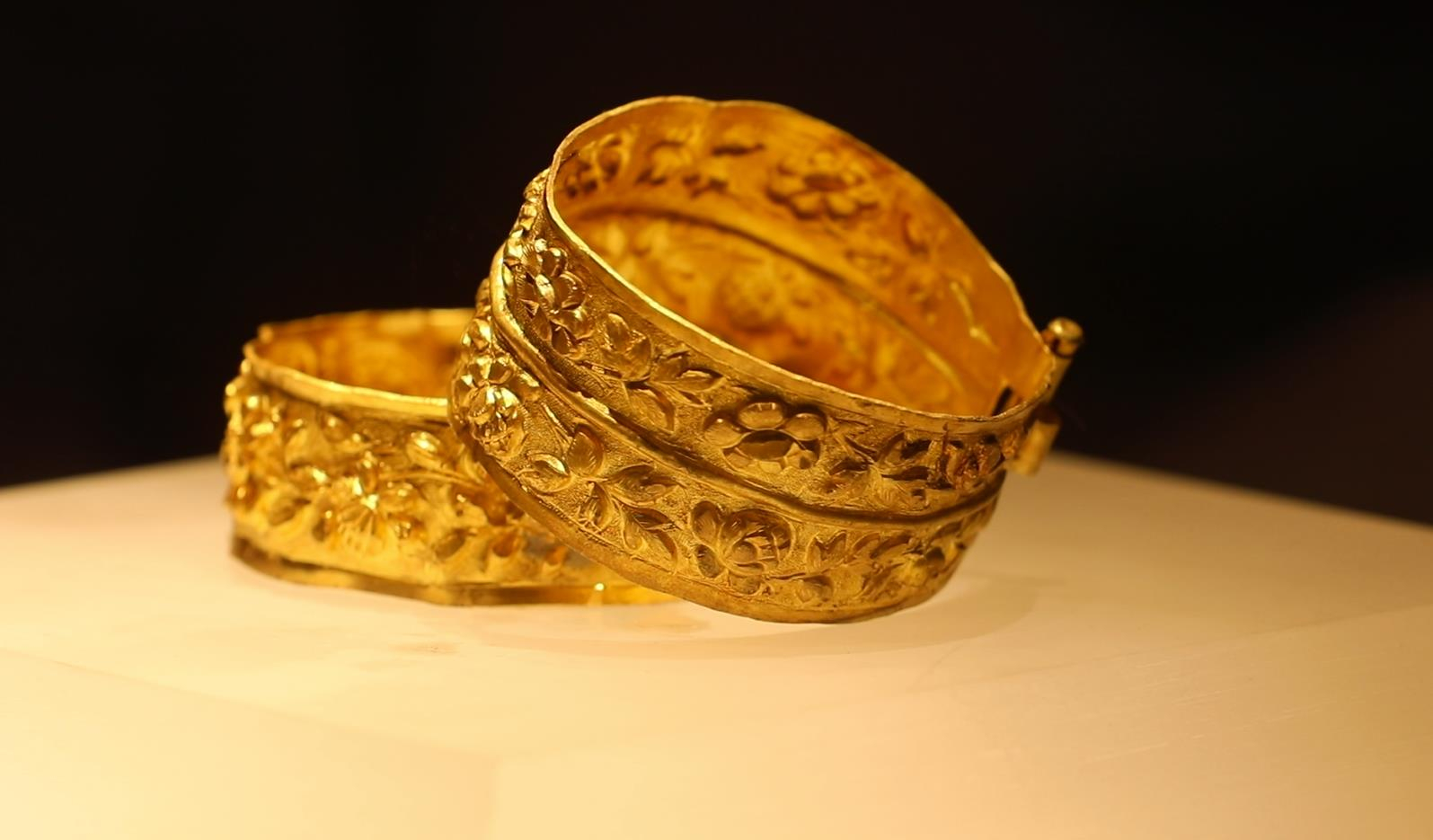 A pair of golden bangles discovered on Nanhai One shipwreck