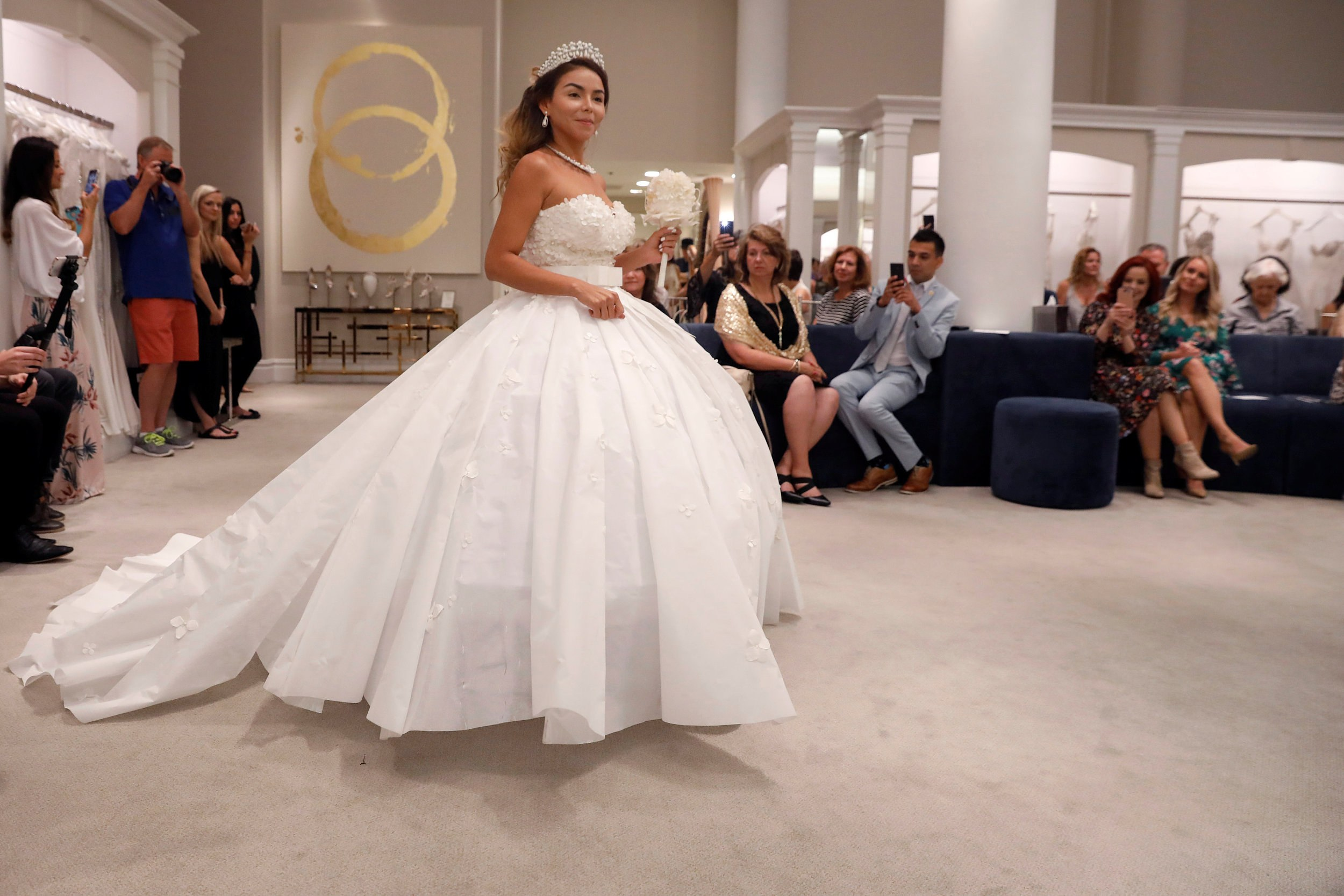 Designers roll out wedding dresses made of toilet paper in NY - CGTN