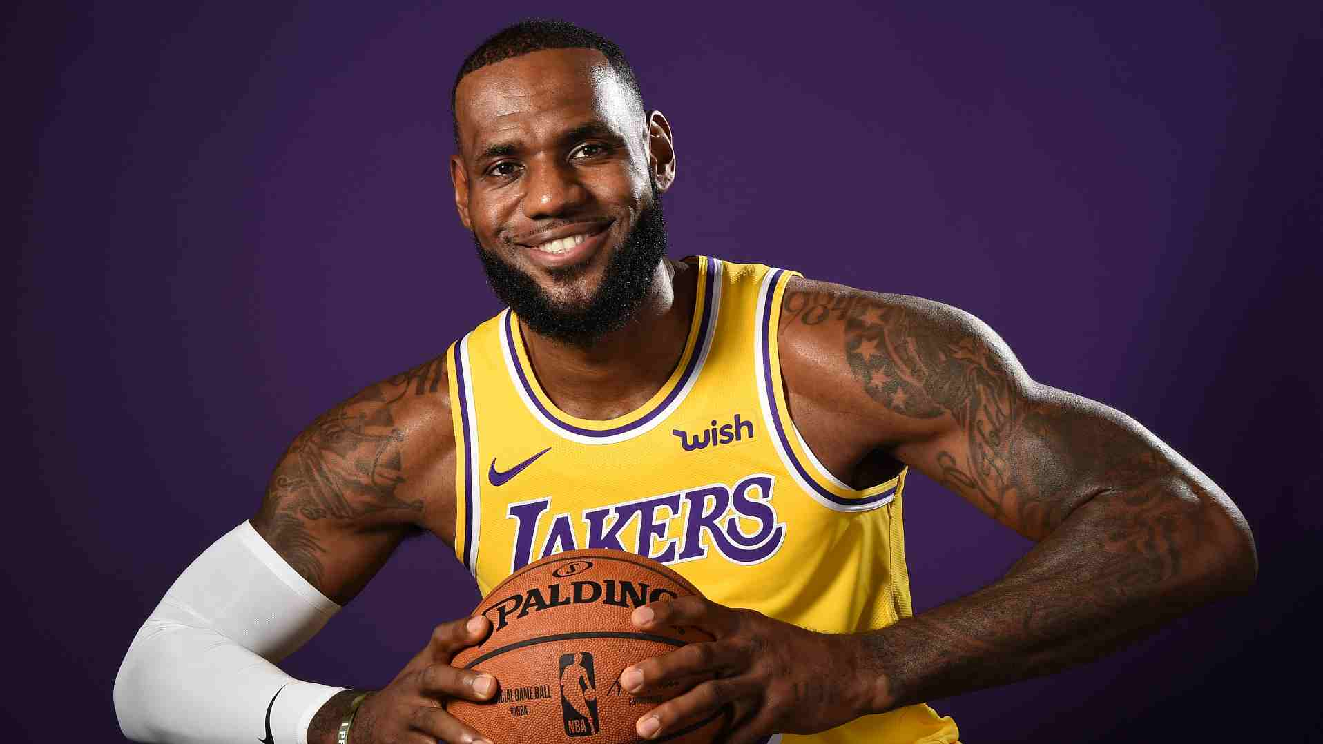 84a38205ac3 LeBron warns 'long way' before Lakers challenge Golden State Warriors