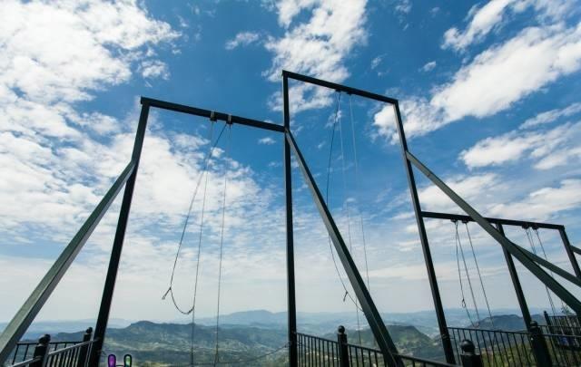 10 000 Times More Terrifying Chongqing Skywalk Rules