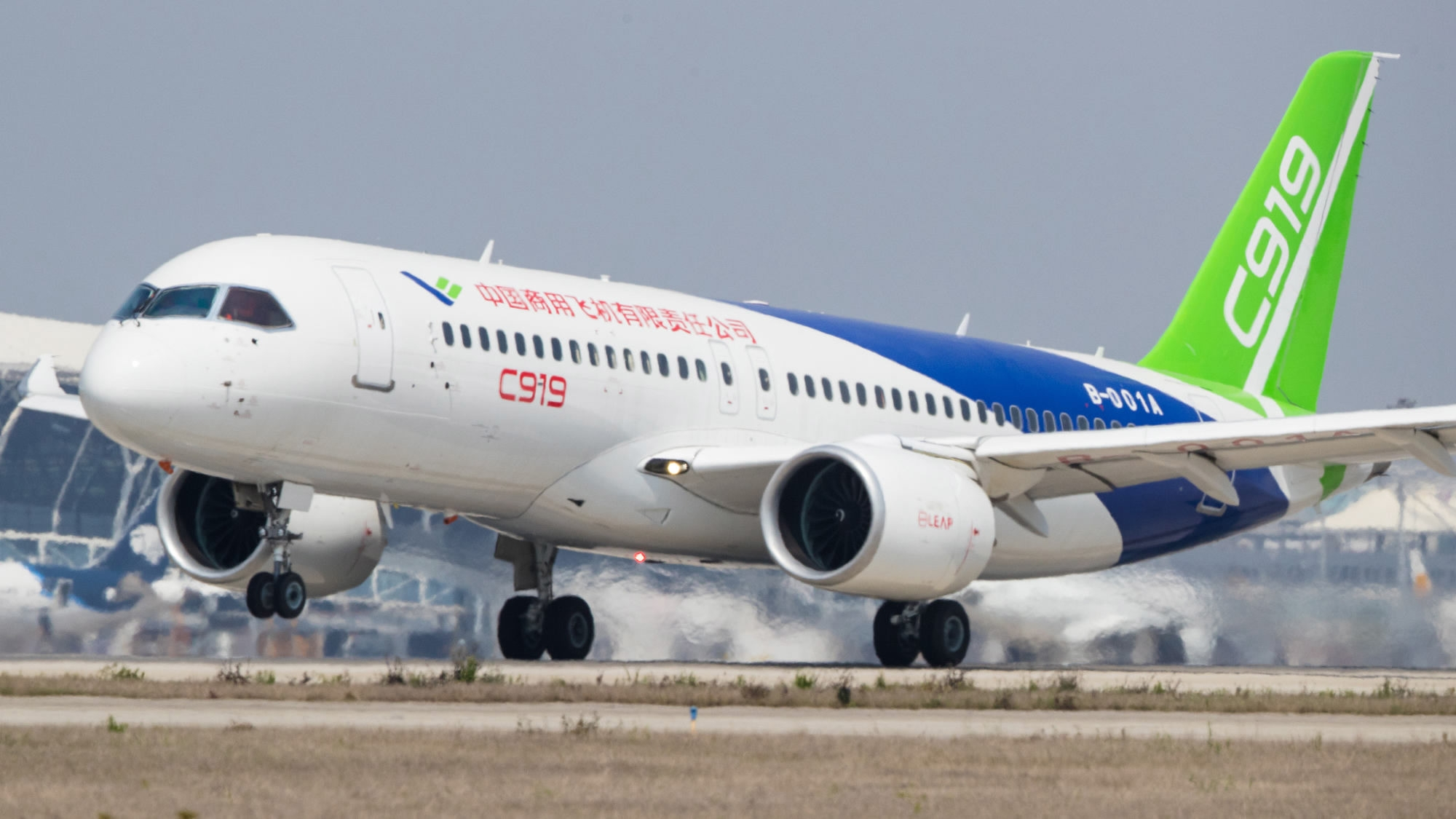 How does the Chinese-made passenger jet C919 differ from its competitors?