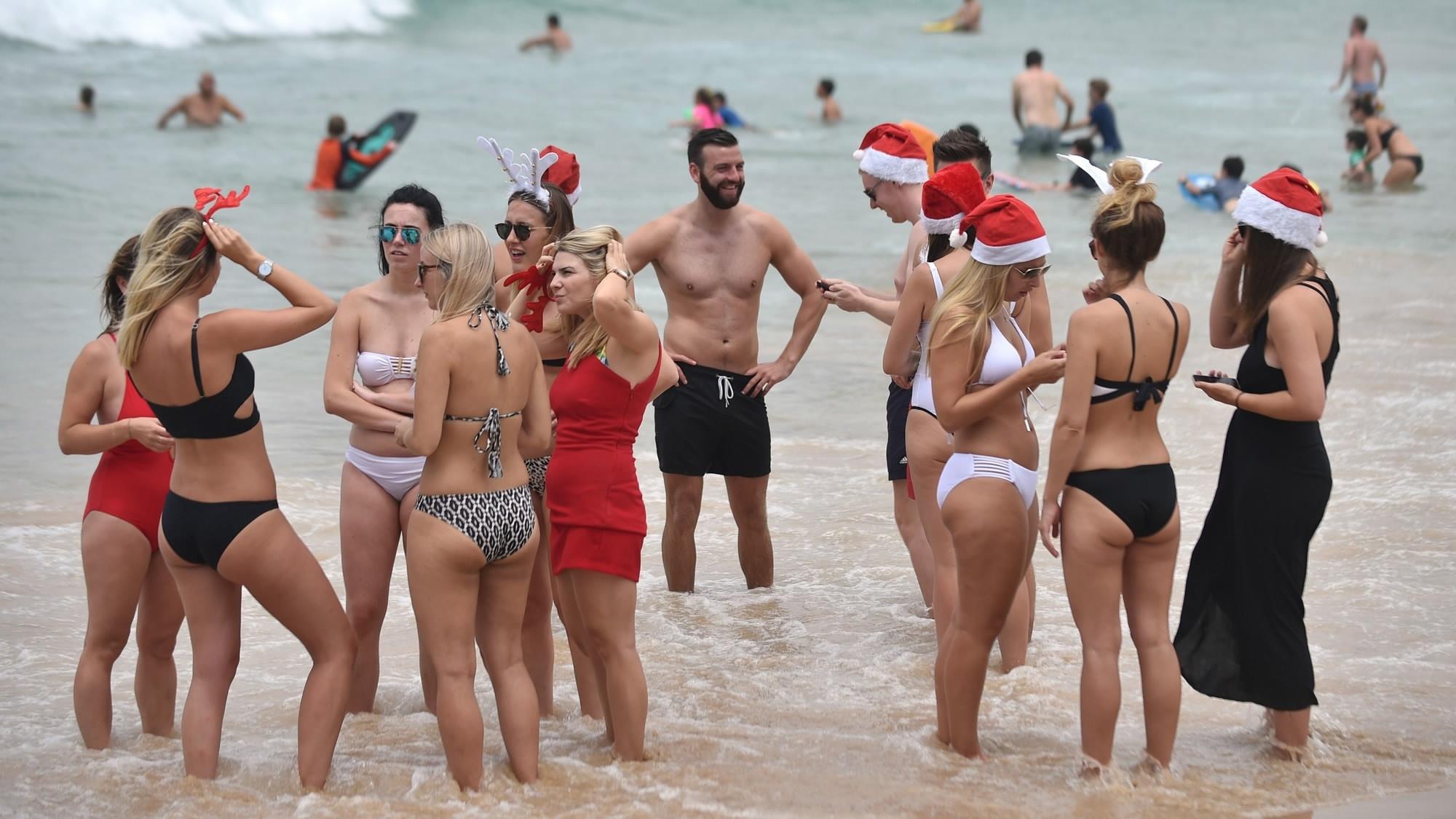 Смотреть раздевалку на пляже, Сборник скрытой камеры в женской раздевалке на пляже 24 фотография