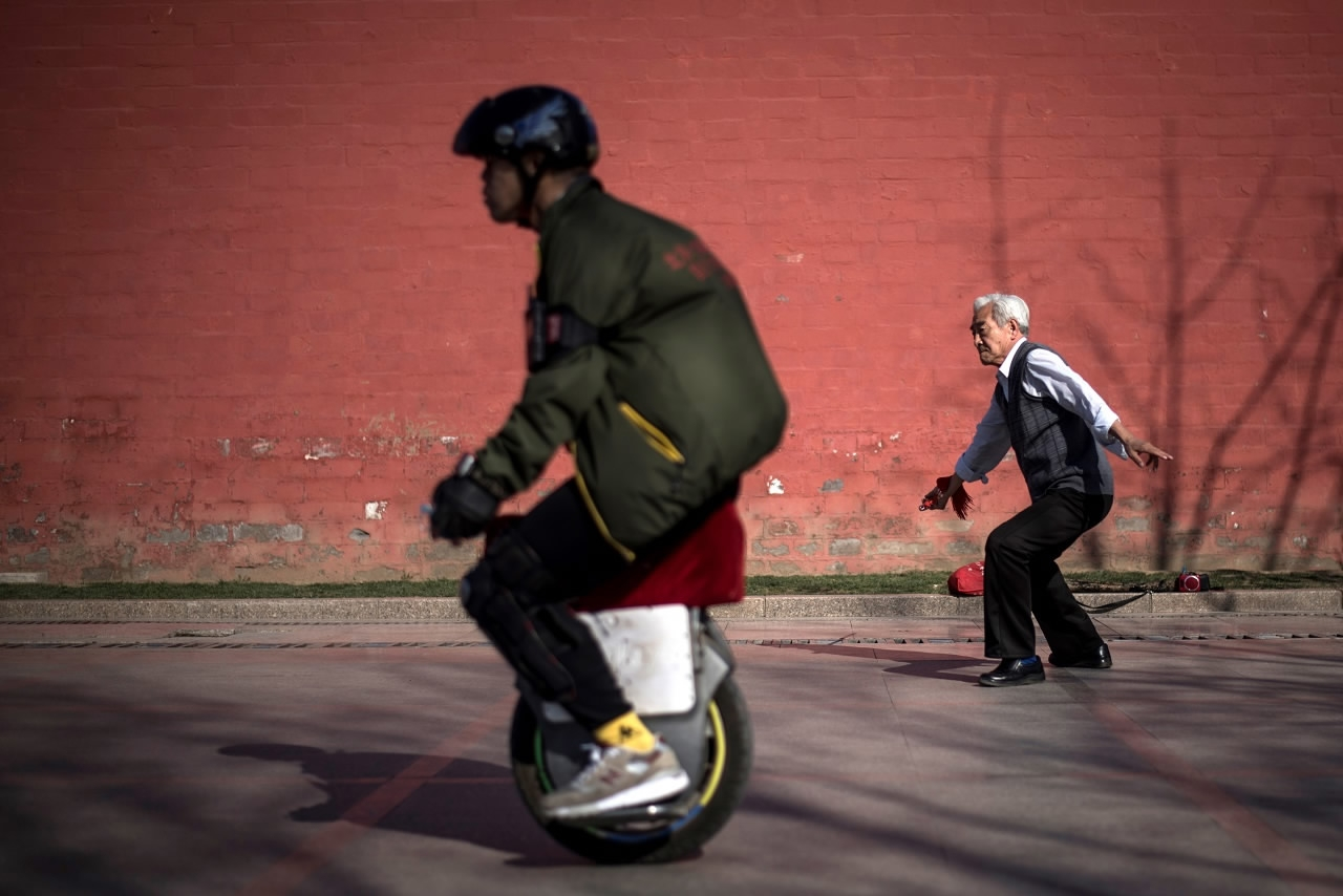 Zoom Shoe Like Roller Skates Wheeling Into China Cgtn